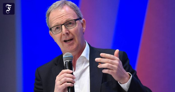 Axel Voss, in an Interview: anyone Who has the App, is the first to be allowed to return to the Restaurant
