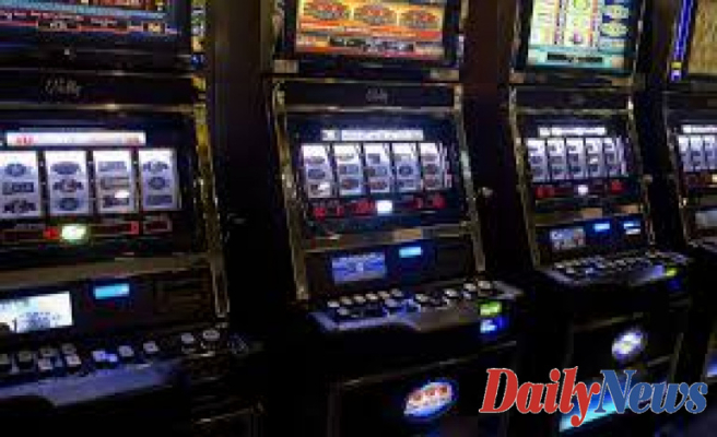 Guide to Playing Colossal Reels Slots Machines