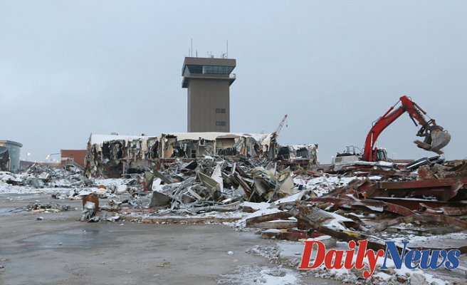 Salt Lake City Airport demolishes 84-foot Delta tower, Stocks Movie on Line