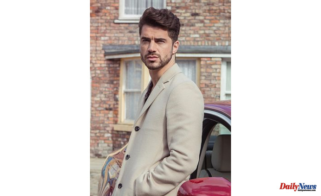 Corrie Adam Barlow Celebrity's off-screen Enjoy life - co-star'fling' and Relationship a footballer