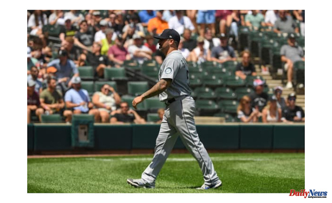 Hector Santiago, Seattle Mariners' founder makes history