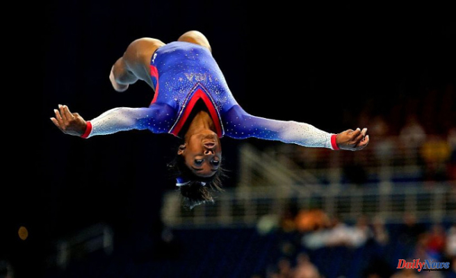 Simone Biles shows off her signature moves on beam and floor at the U.S. Olympic Gymnastics Trials