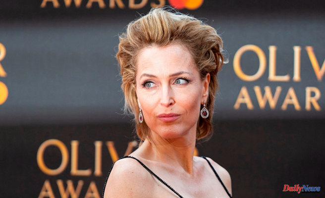 """Gillian Anderson claims she has had enough with bras -- """"I don't care whether my breasts reach my belly button,"""" she says"""