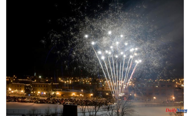 Officials warn against Peoria's private fireworks display from East Peoria riverfront