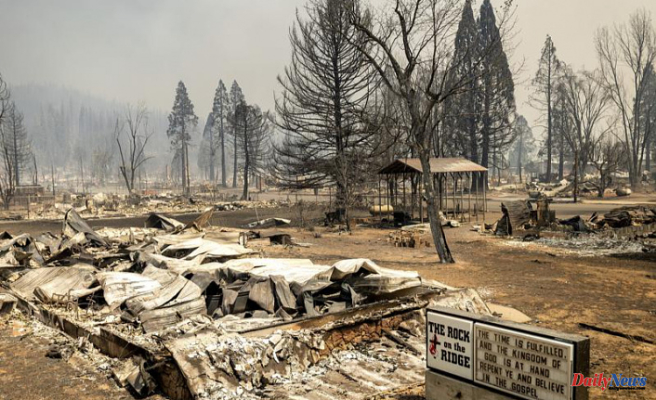California's third largest wildfire, Wildfire explodes