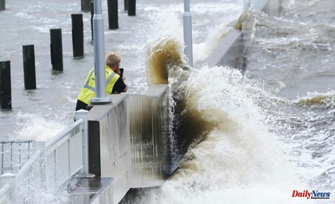Hurricane Ida strikes Louisiana and knocks out New Orleans power