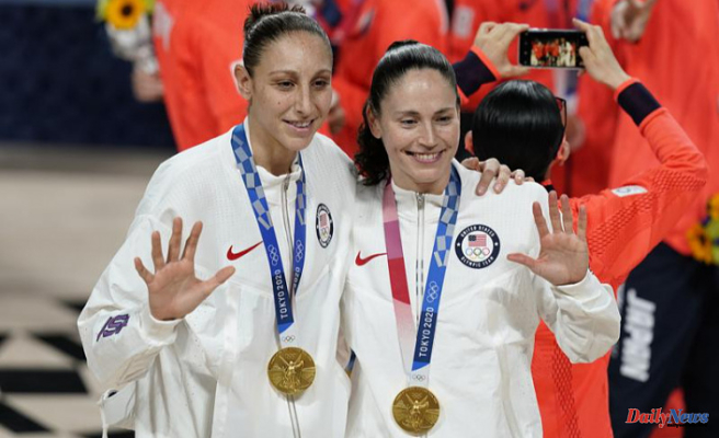 US wins women's hoops gold in Bird's final Olympics