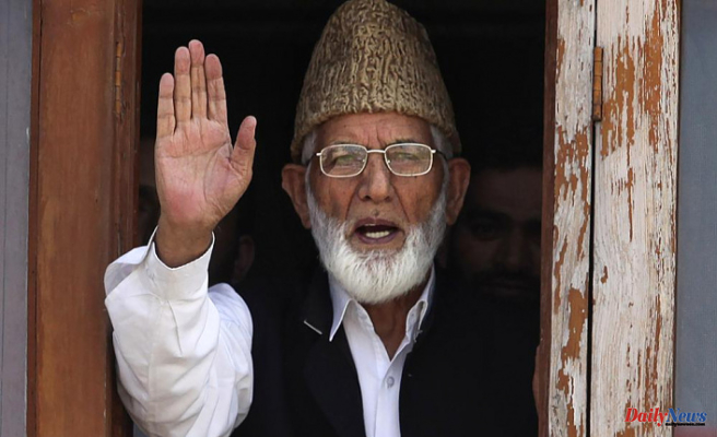 India locks down Kashmir following the death of a top separatist leader