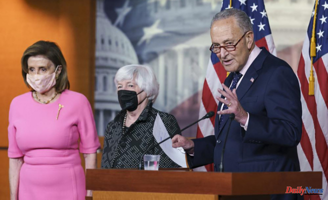 The closer: Biden in familiar position, to unify party on $3.5T