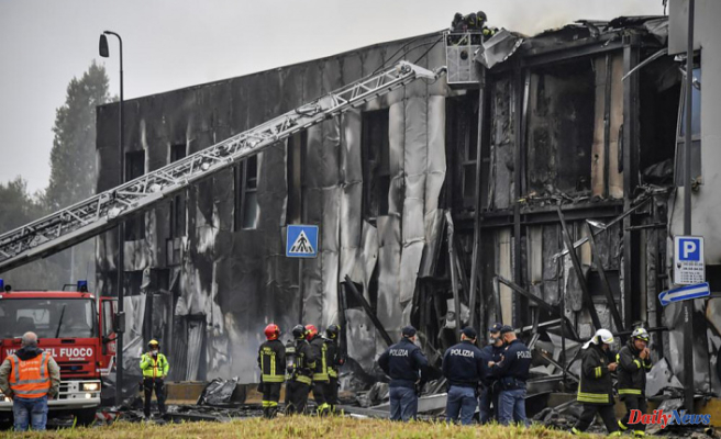 All 8 passengers aboard die when a plane crashes into a building near Milan