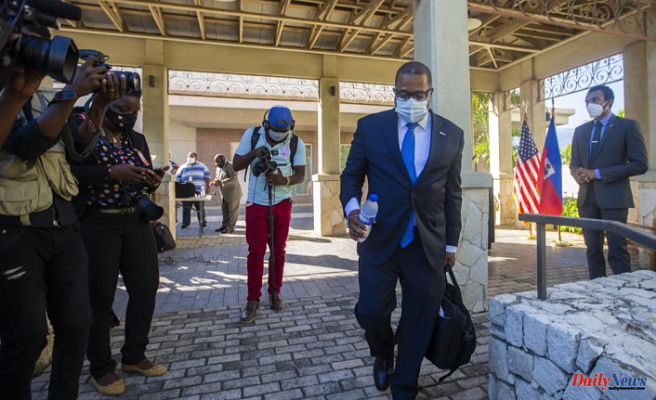 Official from the United States apologizes to Haiti for treating migrants unfairly