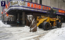 Metropolis in White: After the winter break-in: New York, mass shoveling of Snow free