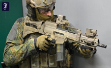 The new assault rifle: The soldiers look in the tube