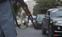 Taliban block Kabul's airport, as foreign airlifts wane