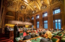 The first chamber is open to receive spoedwetten