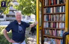 Public bookcase: A Wallraff from the cell phone