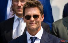 Tampa Bay Buccaneers: Tom Brady makes internet a buzz video