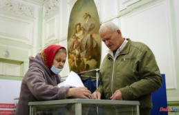 Russian election violations are reported by observers...