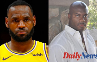 Los Angeles police officer Pencils letter to LeBron...