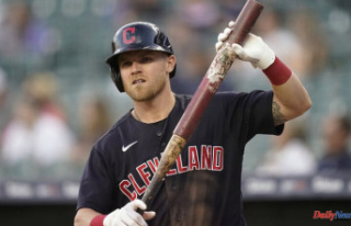 Jake Bauers makes Introduction with Mariners in Detroit...