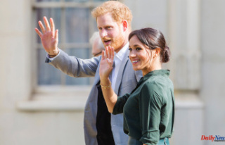Meghan Markle and Prince Harry Announce the Birth...