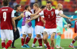 Soccer-Austria Progress to last 16 with win over Ukraine...
