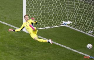 Soccer-Record-breaking Ronaldo strikes late as Portugal...