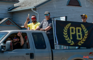 Creswell's unofficial 4th of July parade draws...