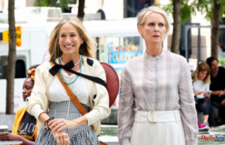 Sarah Jessica Parker and Cynthia Nixon show off silver...