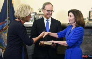 Kathy Hochul is New York's first woman governor