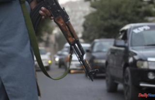 Taliban block Kabul's airport, as foreign airlifts...