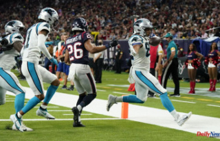 Darnold, defense lead Panthers past Texans; McCaffrey...