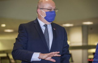 French minister decries 'duplicity' in U.S....