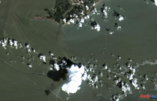Ida: Cleanup boats at the scene of large Gulf oil-spills