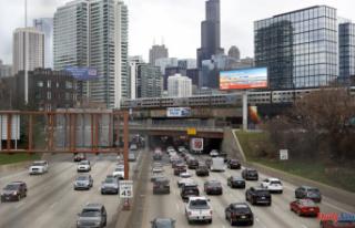 NHTSA: Drivers take more risks as traffic deaths increase