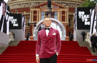 "Daniel Craig bids Bond farewell in ""No Time to..."