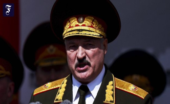 Paratroopers moved: Lukashenka wants to prevent human chain through Belarus