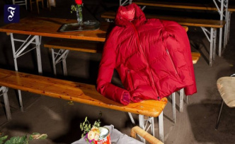 Down jackets for Winter: We will set up for us outside