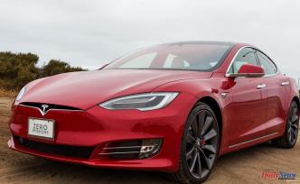 Tesla stock slips after Plaid Plus model canceled