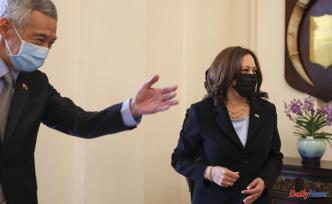 Harris meets Singapore officials to start an Asia tour