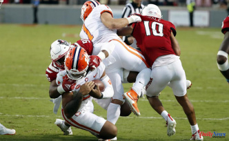Clemson drops to No. 25 in AP Poll, snapping top-10 streak