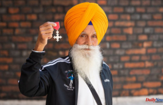 """Pandemic service awards given to community heroes, including """"Skipping Sikh"""""""