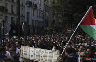 Paris police clash with antivirus pass protestors
