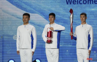 Beijing welcomes the Olympic flame amid protests