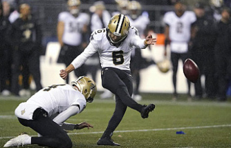 Saints profit from Seahawks' errors to win 13-10