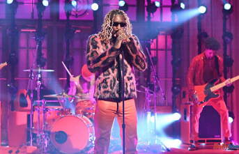"""Watch Young Thug perform """"Tick Tock"""" & """"Love You More"""" at SNL"""