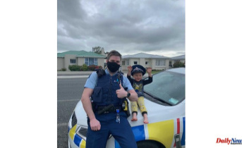 NZ police respond to 4-year-old's phone call and confirm that toys are cool