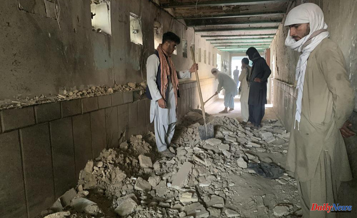 47 people are killed in a suicide attack on a Shiite mosque, Afghanistan
