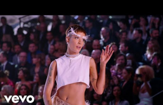 Halsey - Without Me (Live From The Victoria's Secret 2018 Fashion Show)